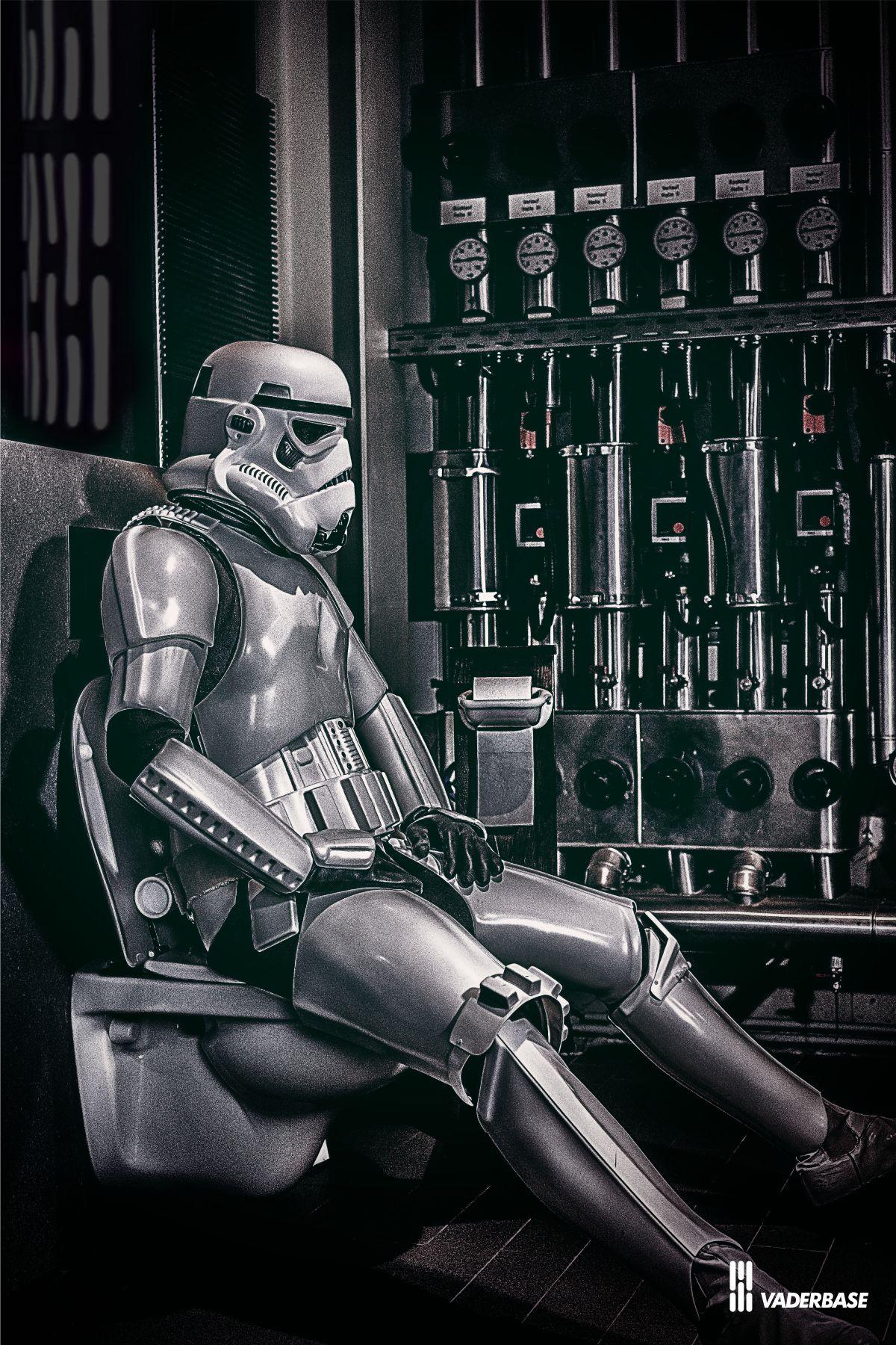 vaderbase.lima-city.de/Bilder/blog_2018/stormtrooper_deathstar_toilet.jpg